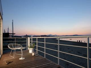 Terrace by Studio Zero85, Mediterranean