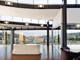 Casa Topográfica en Llavaneres: Salones de estilo moderno de MIAS Architects