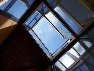 Casa Mariposa en Besalú: Casas de estilo moderno de MIAS Architects