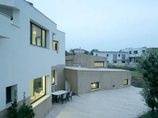 Casa Paseo en Caselles: Casas de estilo moderno de MIAS Architects