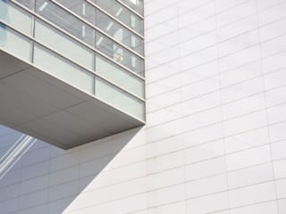 Modern office buildings by Alesta® de Axalta Coating Systems Modern