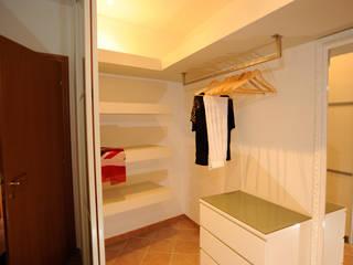 غرفة نوم من Luca Bucciantini Architettura d' interni