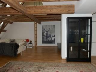 Dachgeschoss Zentrum Ausgefallene Wohnzimmer von Elke Altenberger Interior Design & Consulting Ausgefallen