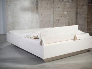 homify BedroomBeds & headboards Solid Wood White