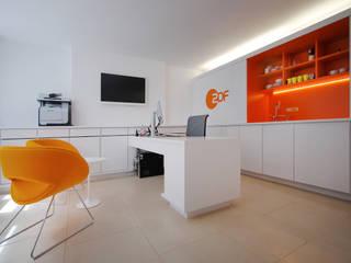 ZDF London - Office & Broadcasting Studios Modern office buildings by ÜberRaum Architects Modern