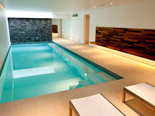 Minimalist Subterranean Pool Piscine moderne par London Swimming Pool Company Moderne