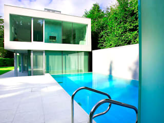 Minimalist Outdoor Pool Maisons modernes par London Swimming Pool Company Moderne