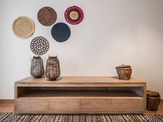 Decoración mediterránea: Salones de estilo  de Laura Yerpes Estudio de Interiorismo