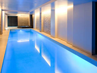 Pool and Spa Renovation Piscine moderne par London Swimming Pool Company Moderne