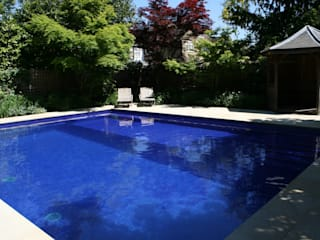 ​Sapphire Pool Pools im Landhausstil von London Swimming Pool Company Landhaus