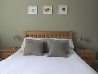 Tenement Project Edinburgh:  Bedroom by JPP Interiors