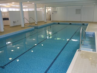 ​Granard School Pool Moderne Schulen von London Swimming Pool Company Modern