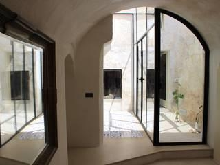 Studio Ricciardi Architetti Mediterranean corridor, hallway & stairs