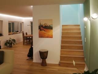 Villa R in Saarbrücken:  Flur & Diele von Bolz Licht & Wohnen