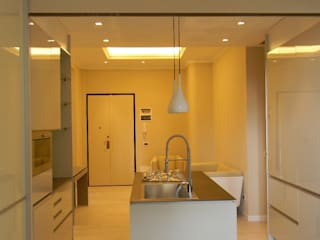 Modern kitchen by Alpestudio Modern