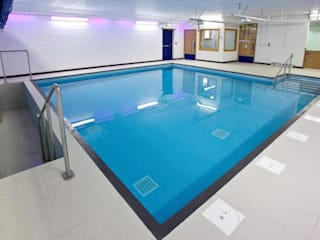 ​Advanced Hydrotherapy School Pool Moderne Schulen von London Swimming Pool Company Modern