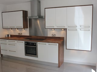 Gloss white wood wrap Modern kitchen by Hallmark Kitchen Designs Modern