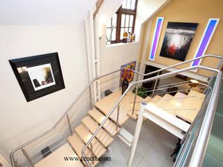 staircase to mezzanine floor:  Corridor & hallway by 2A Design