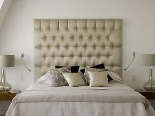 Westminster LEIVARS Dormitorios de estilo moderno