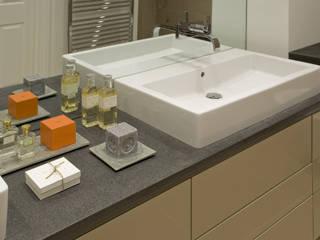 Westminster LEIVARS Modern bathroom