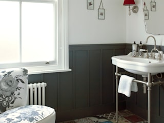 Baños de estilo moderno de LEIVARS