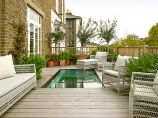 Wimbledon LEIVARS Modern balcony, veranda & terrace