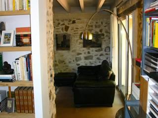 Bureau Salle multimédia moderne par mia casa Moderne