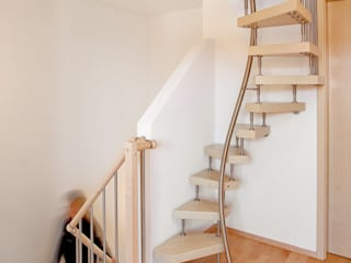 KENNGOTT-1qm-Treppe: modern  von KENNGOTT-TREPPEN Longlife Holz Metall Stein,Modern