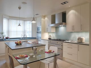 Belgravia: classic Kitchen by Meltons