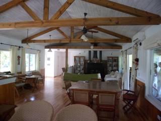 Casa San Esteban: Livings de estilo clásico por 2424 ARQUITECTURA