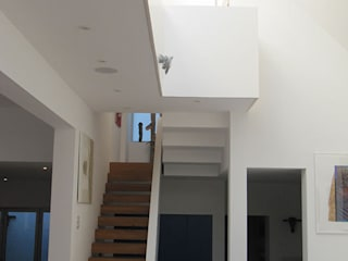 Modern House on Ebner Street in Wandsworth, London Pasillos, vestíbulos y escaleras modernos de 4D Studio Architects and Interior Designers Moderno