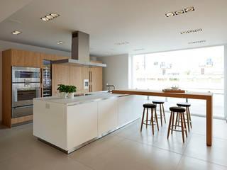 bulthaup b3 kitchen in 'Rough Sawn Oak': modern  by hobsons choice, Modern