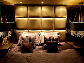 Sumptuous duplex apartment:  Bedroom by Asco Lights