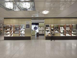 Galerías y espacios comerciales de estilo  por LABOR WELTENBAU ARCHITEKTUR