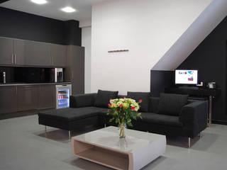 Phòng giải trí by Amorphous Design Ltd