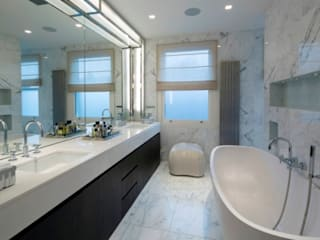 Italian marble bathroom:  Bathroom by Amarestone