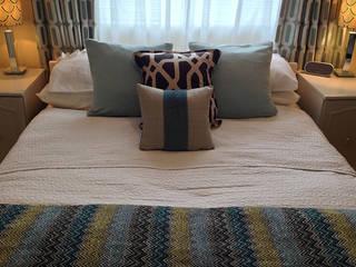 Master bedroom: modern Bedroom by Karolina Barnes Studio