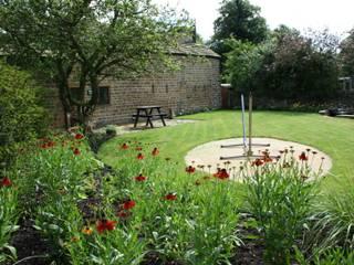 สวน by Bestall & Co Landscape Design Ltd