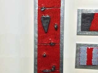 Pannello di arredamento in ceramica rosso con cuore:  in stile  di Catia clinaz