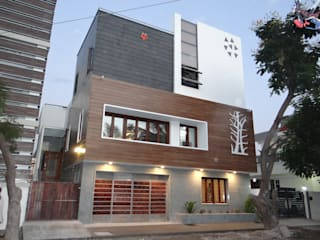 West Elevation:  Houses by Hasta architects