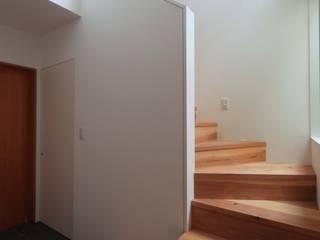 ,: 一級建築士事務所jam-jamが手掛けた廊下 & 玄関です。