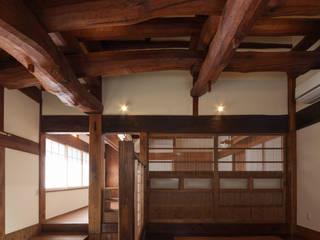 土間: 吉田建築計画事務所が手掛けた和室です。