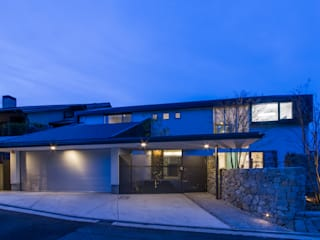 The House creates open land scape モダンな 家 の Kenji Yanagawa Architect and Associates モダン