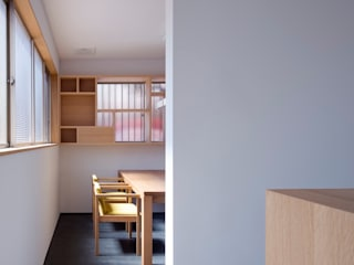 会計事務所リノベーション: 株式会社 藤本高志建築設計事務所が手掛けた現代のです。,モダン