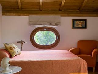 Residenza privata nel parco del Pineto Camera da letto in stile classico di laboratorio di architettura - gianfranco mangiarotti Classico