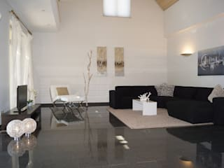 Wohnzimmer NACHHER: moderne Wohnzimmer von HomeStagingDE