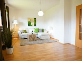 Wohnzimmer NACHHER Nowoczesny salon od HomeStagingDE Nowoczesny