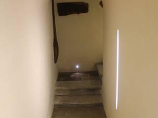 隨意取材風玄關、階梯與走廊 根據 Studio Tecnico Progettisti Associati Ing. Marani Marco & Arch. Dei Claudia 隨意取材風
