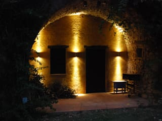 Jardin de style de style Rustique par OutSide BCN LED Lighting