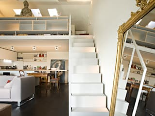 Staircase in the apartment guests - private villa Modern corridor, hallway & stairs by Ni.va. Srl Modern